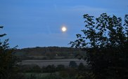 Mistimed walk... an autumn moon rises over the Darent Valley