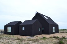 North Vat. Black-stained house built on Dungeness beach by Rodić Davidson Architects
